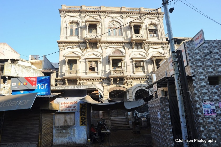 This is the fine architecture of the old stock exchange building of Ahmedabad which is abandoned now.