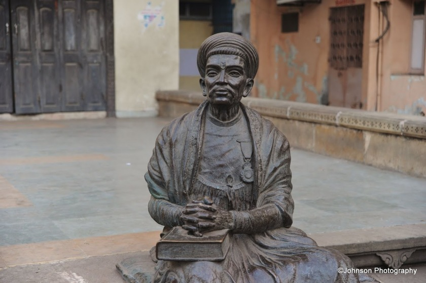 A bronze statue of poet Dalpatram in front of the haveli