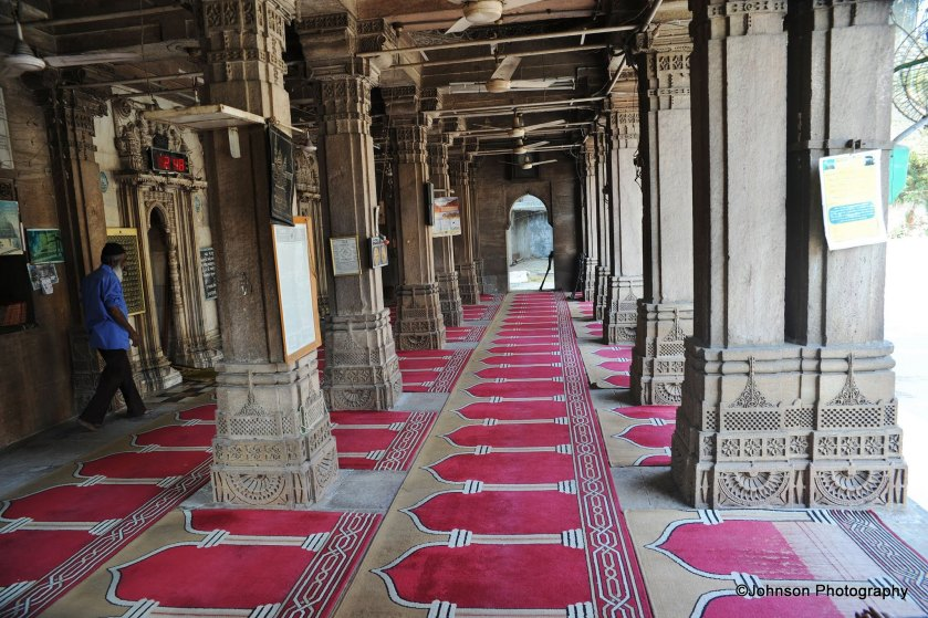 Rani Sipri's Mosque - interior view